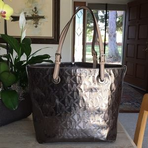 🌹MICHAEL KORS Signature Chrome And Leather Tote!